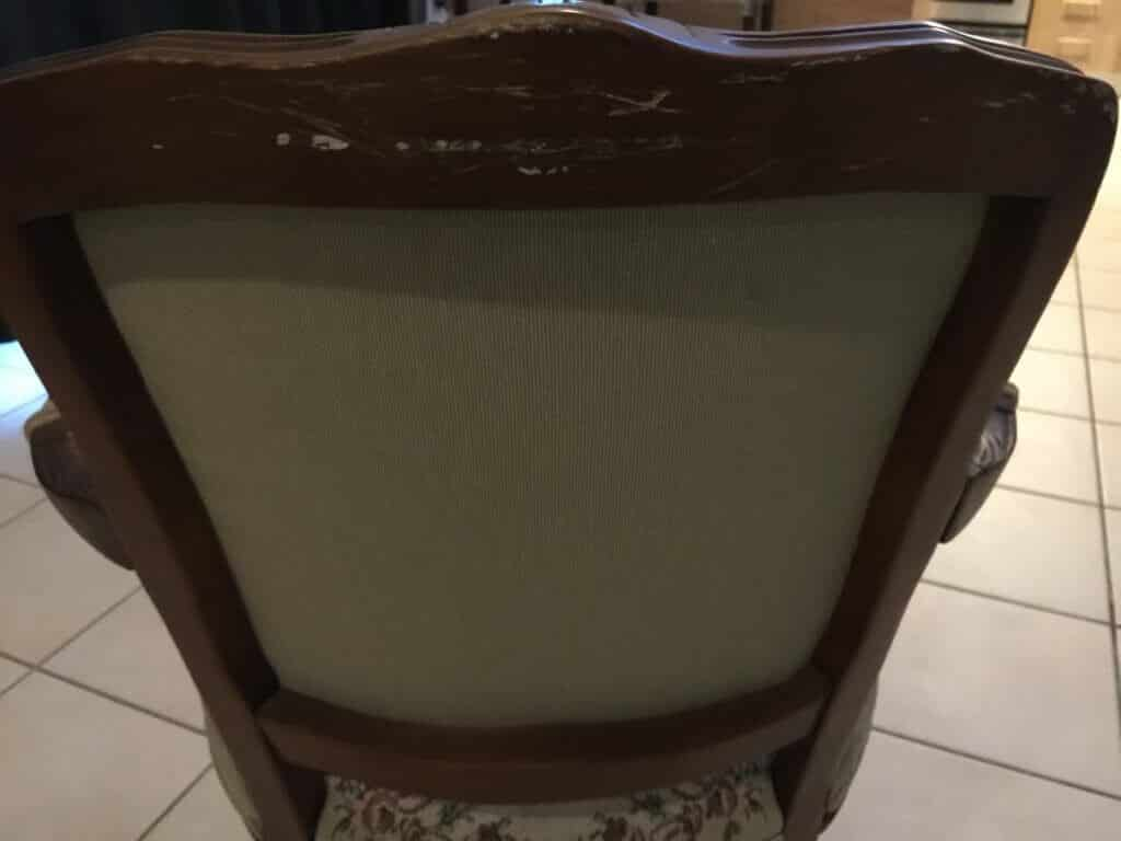 madera y tela de butaca victoriana pequeña vista por la parte de atrás
