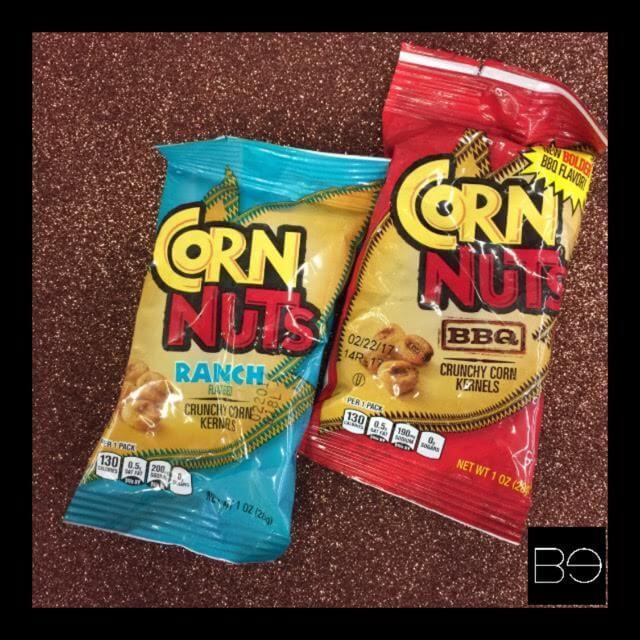 dos bolsas de corn nuts, una de Ranch y la otra de queso