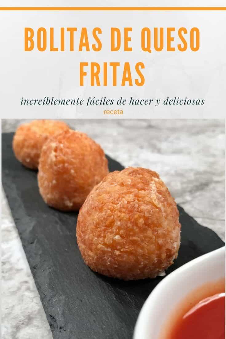 gráfica en colores anaranjado y gris con tres bolitas de queso para promover una receta de bolitas de queso fritas.