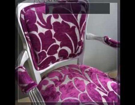 butaca plateada y color magenta