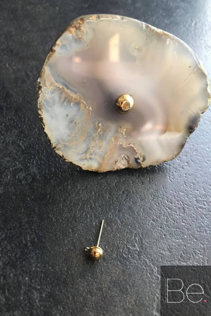 Agate knob with a gold earring